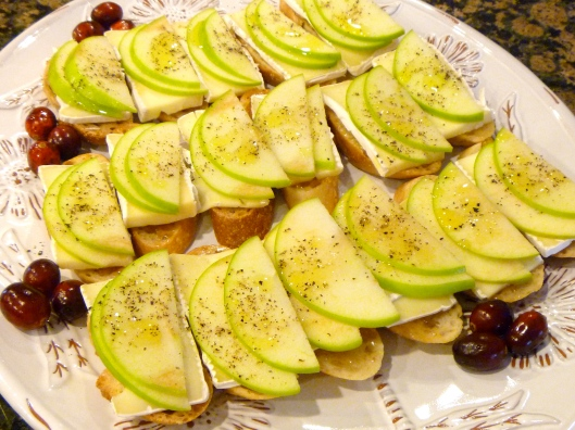 Apple Brie Fig Crostini