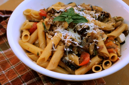 Gluten Free Mediterranean Pasta with Garlic White Wine Sauce | via Tsiporah Blog